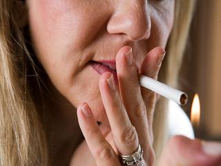 Курение ускорит наступление менопаузы