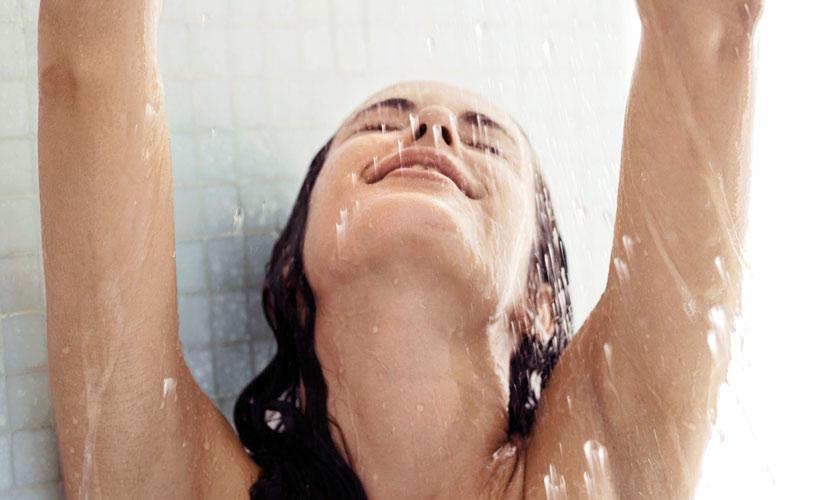 Соблюдая интимную гигиену женщина защищает себя от множества болезней