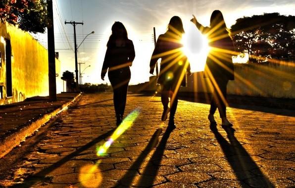 Прогулки под солнцем способны избавить женщину от риска развития серьезного недуга