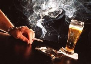 Курение не только вызывает привыкание, но и способно привести к алкоголизму