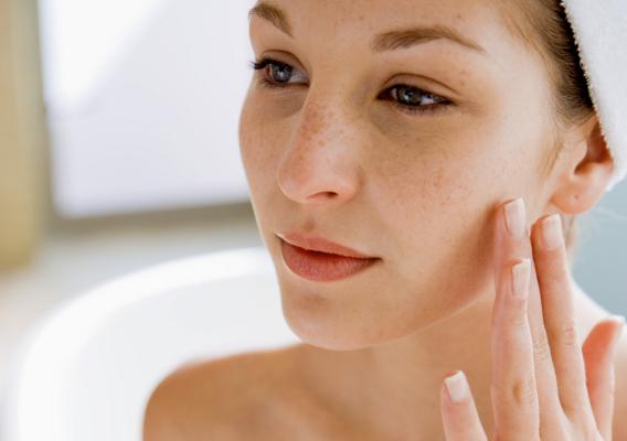 Как правильно ухаживать за сухой и чувствительной кожей лица