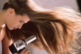 Как безопасно сушить волосы