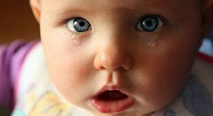 Почему ребенок плачет и не хочет спать?