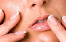 Как избавится от трещин на губах