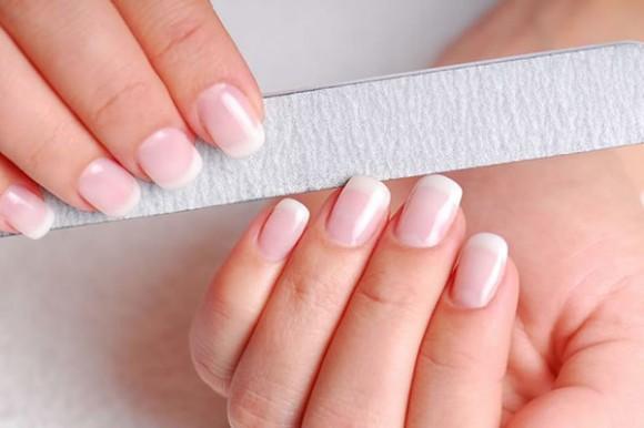 Как избежать повышенной ломкости ногтей?
