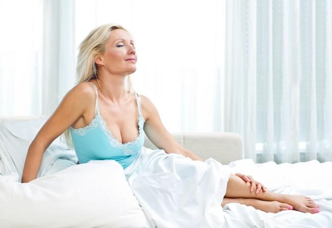 Раннее появление горячих приливов у женщин климактерического возраста связано с риском развития болезней сердца