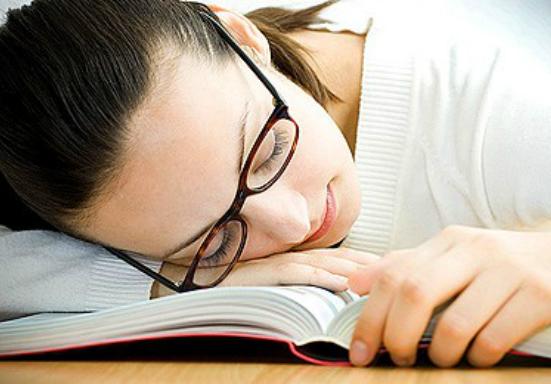 Недостаток сна вызывает снижение либидо у женщин