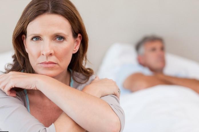 Бессонница при климаксе: причины, лечение