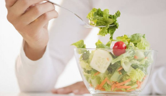 Стоит ли кормящей маме придерживаться строгой диеты