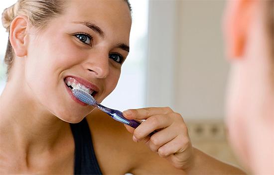 Способы, которые помогут эффективно отбелить зубы