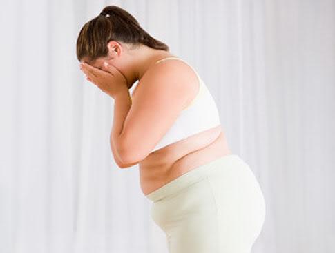У полных девушек раньше начинаются менструации