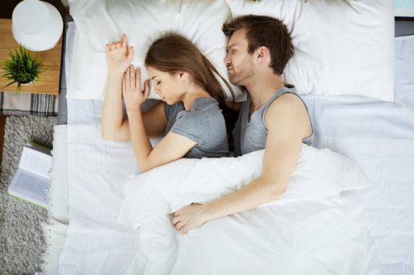 Вечерний секс благотворно влияет на сон