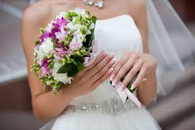 Как подобрать свадебный букет к платью невесты