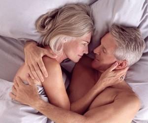 Заниматься сексом после 57 лет полезно для женщин и опасно для мужчин