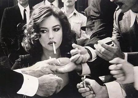 Женщины ошибаются: сигареты не делают их стройными