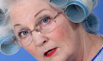 Пожилым женщинам нужно избегать заместительной гормональной терапии