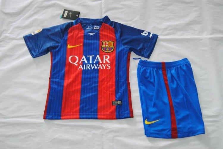 Онлайн-магазин football-shop.ru: футбольная атрибутика легендарных клубов по лояльным ценам