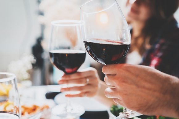 Риск развития рака молочной железы: алкоголь, спорт и дача