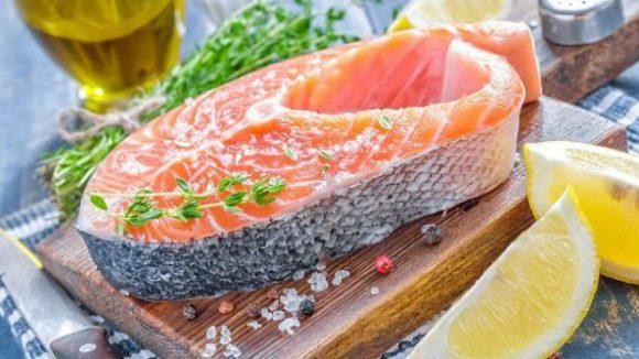 Употребление жирной рыбы во время беременности улучшает навыки общения у детей