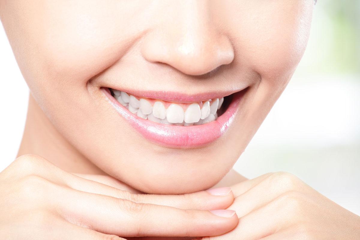 Несколько способов отбеливания зубов в домашних условиях