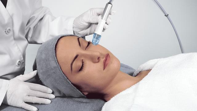 Как делается вакуумная чистка лица, какой эффект от процедуры?