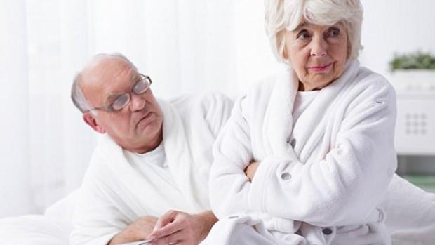Женщины теряют интерес к сексу с возрастом из-за болей и проблем с мочевым пузырем
