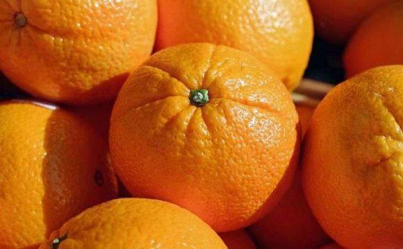 Названы шесть болезней, при которых полезно есть апельсины