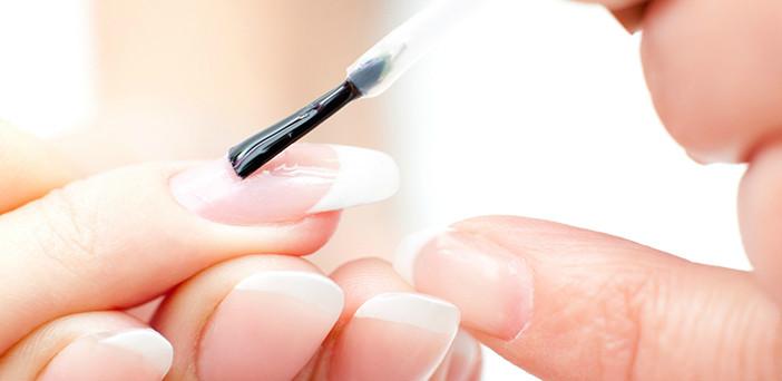 Процедура наращивания ногтей, плюсы и минусы