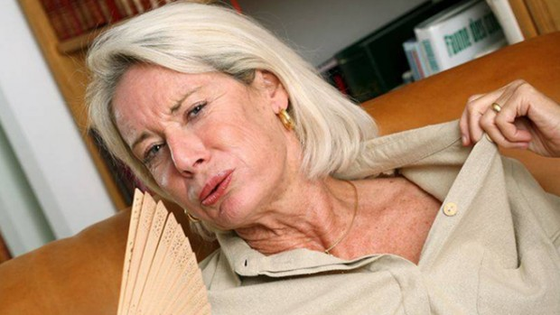 Тяжелые приливы у женщин увеличивают риск развития депрессии в 3 раза