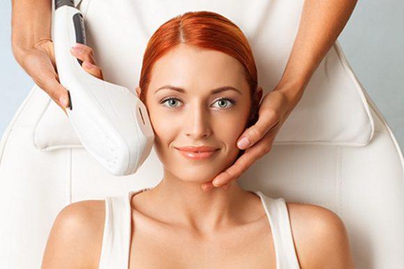 Косметологи рекомендуют: омоложение кожи с помощью фототерапии