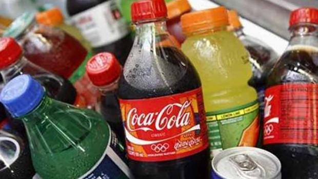Употребление сладких напитков повышает возраст начала менструации у девушек