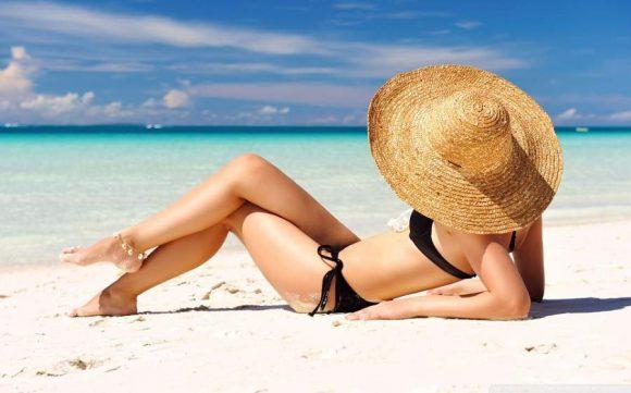 Ученые объяснили, почему женщинам нельзя долго быть под лучами солнца