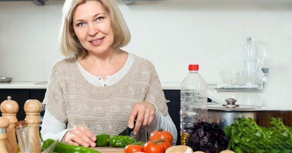 Эти продукты врачи не рекомендуют есть при менопаузе