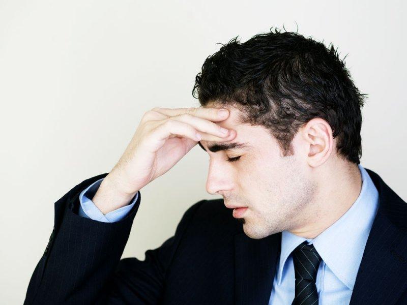 Мужчины страдают мигренью из-за женских половых гормонов