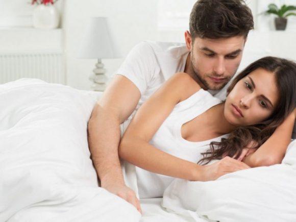 «Голова раскалывается»: какие отмазки от секса придумывают женщины