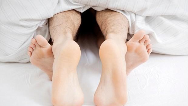 Привлекательность женщин толкает мужчин на незащищенный секс
