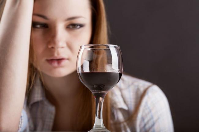 Ученые утверждают, что менструальный цикл влияет на тягу к алкоголю