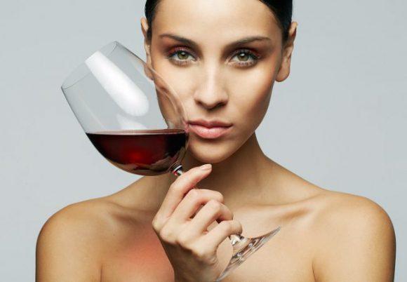 Медики рассказали о реальной пользе красного вина для здоровья человека