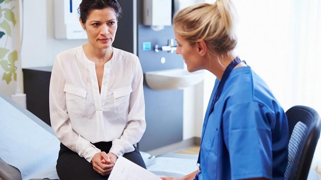 Семь врачей, которых нужно регулярно посещать женщине после 45 лет
