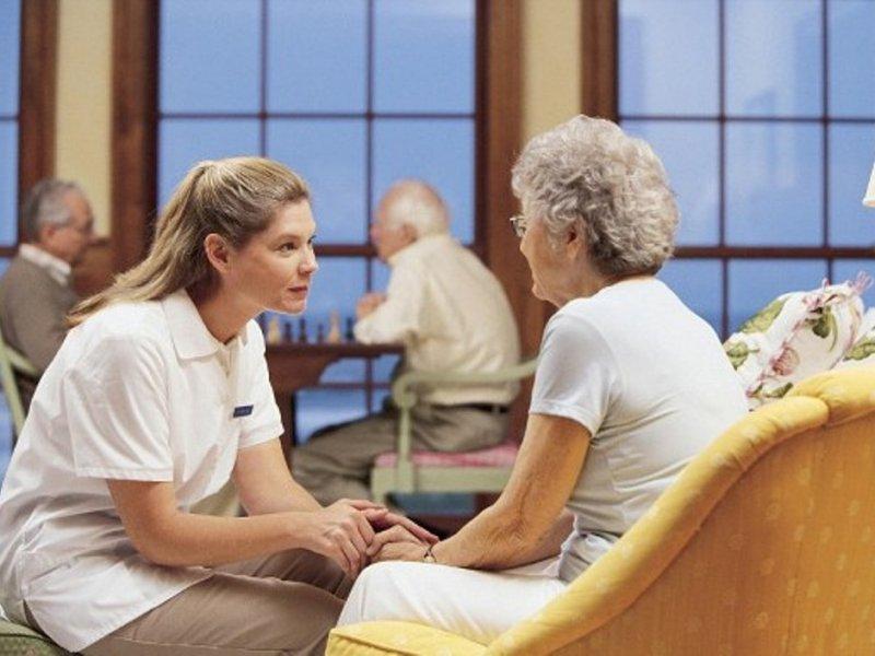 Позднее начало месячных циклов повышает риск деменции