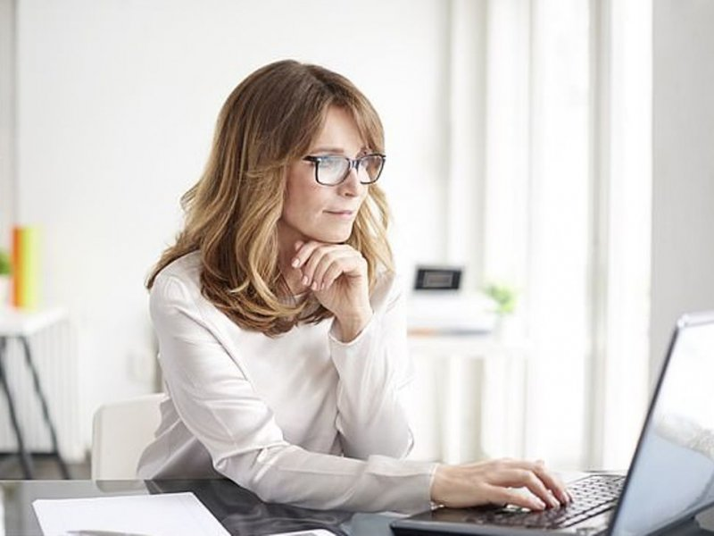 Из-за симптомов менопаузы 25% женщин хотят работать меньше