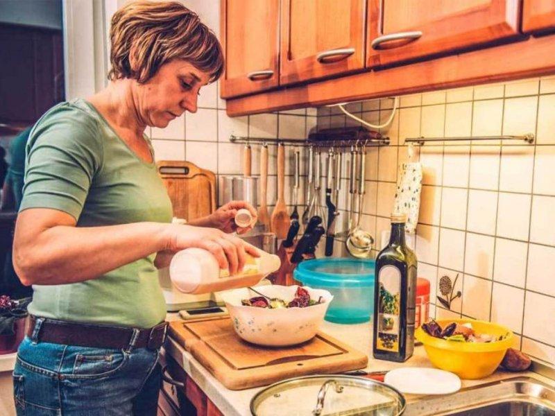 Почему менопауза приводит к перееданию