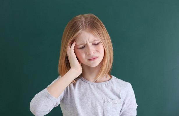 Раннее половое созревание может стать причиной мигреней у девочек