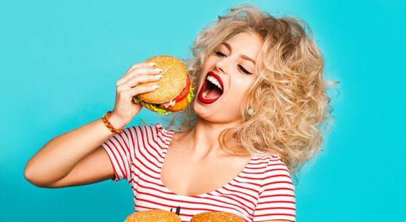 Заедаем ПМС: выбираем правильную еду при разных недугах