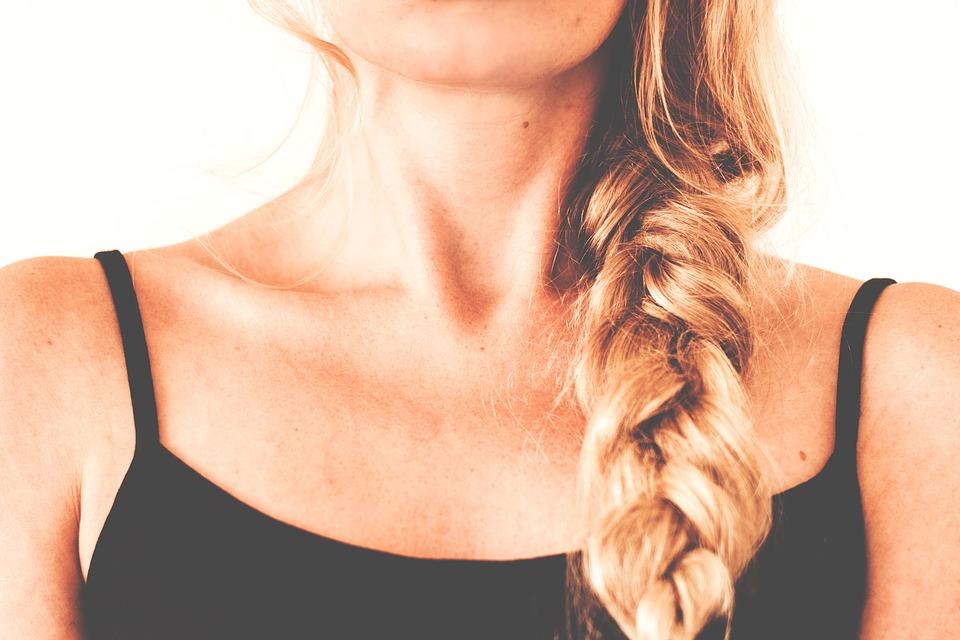 ТОП-7 полезных советов девушкам с маленькой грудью