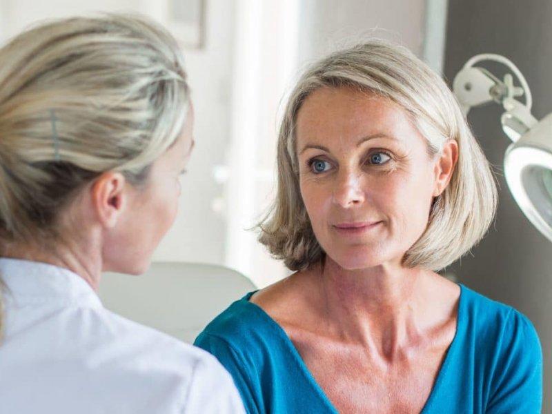 Гормональное лечение менопаузы увеличивает риск рака молочной железы