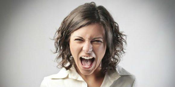 Без истерики: симптомы ПМС и спасение от боли