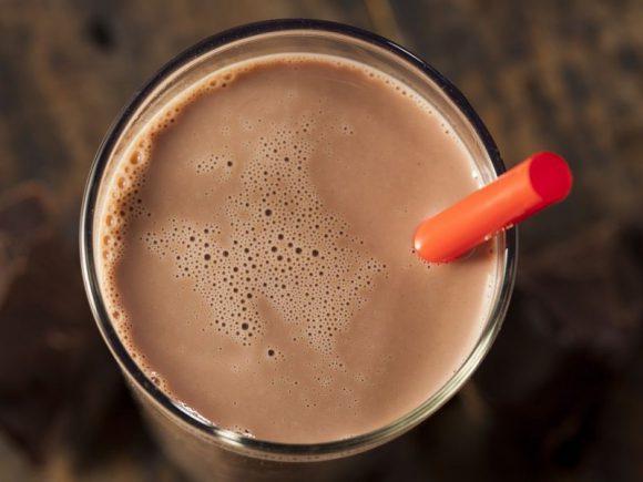 Шоколадное молоко лучше всех подходит после тяжелых тренировок