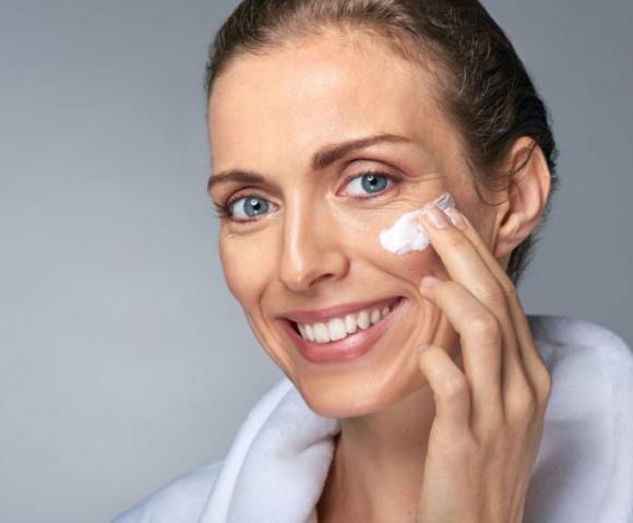 Как ухаживать за кожей в менопаузе — советы американских дерматологов