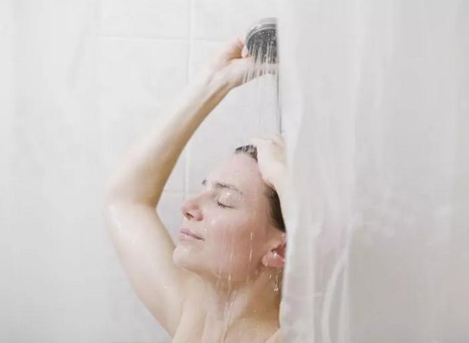 В снижении сексуальности у женщин обвинили шторки в ванной